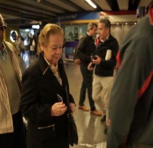 [VIDEO] Dueñas de casa sin tarjeta en el Metro
