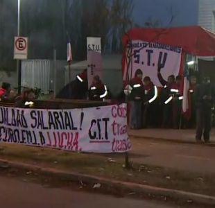 [VIDEO] Protesta de trabajadores de Subus retrasa recorrido de buses del Transantiago