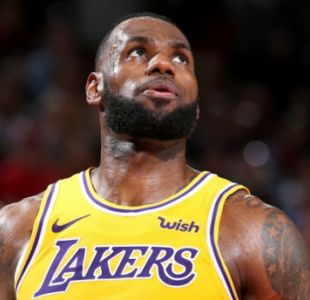 LeBron James se queda corto y no puede ayudar a los Lakers en el debut