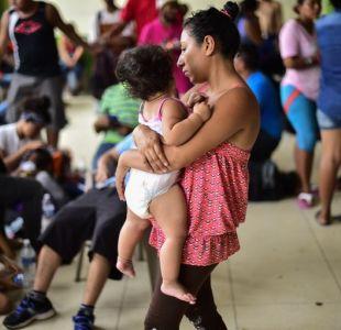 México abre frontera a mujeres y niños de caravana migrante hondureña en Guatemala
