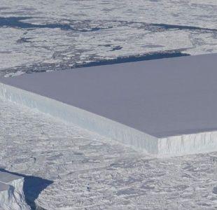 El iceberg tabular: el curioso bloque de hielo en forma de rectángulo que flota en la Antártica