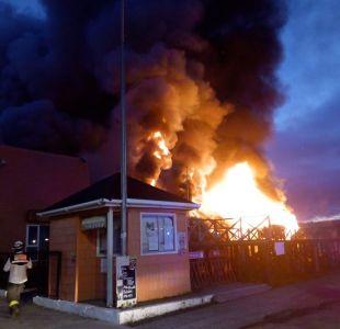 Incendio afecta a municipalidad de Dalcahue en Chiloé