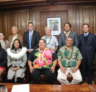 Ministro de Bienes Nacionales viajará a Londres para repatriar Moai