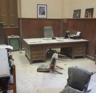 [VIDEO] Encapuchados lanzan bombas molotov a oficina de rector del INBA