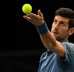 [VIDEO] Novak Djokovic ayuda a espectador enfermo en París-Bercy