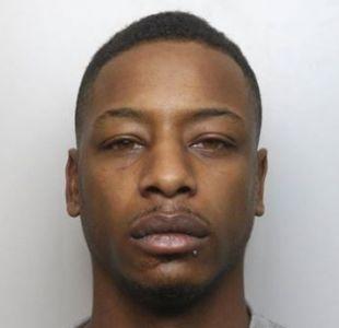 Cadena perpetua a hombre que golpeó y drogó con heroína a su hijo de 2 años hasta matarlo
