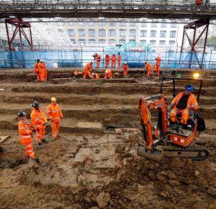 Desentierran miles de tumbas por obras de línea de tren en Londres