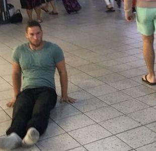 ¿Por qué un hombre parapléjico se arrastró por un aeropuerto de Reino Unido?
