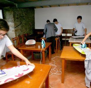 La inédita iniciativa de colegio español: Enseña a sus alumnos a planchar, cocinar y coser