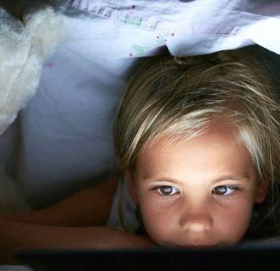 El estudio que dice que las pantallas casi no afectan el sueño de los niños