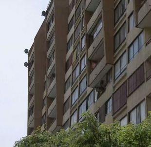 [VIDEO] Detienen a joven que disparó desde edificio en el centro de Santiago