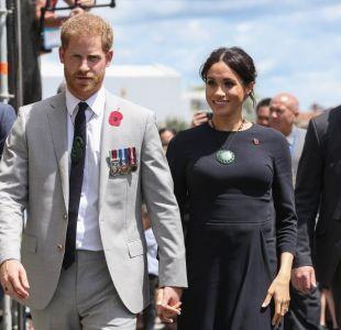 """Grupo neonazi amenaza al príncipe Harry por """"traición a la raza"""""""