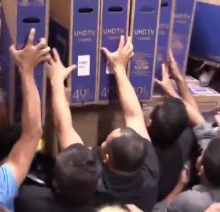 [VIDEO] Personas se pelean por televisores durante el Black Friday en Brasil