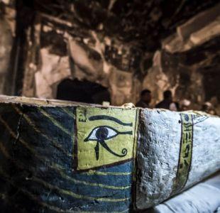 [FOTOS] Arqueólogos Egipcios y franceses muestran una tumba y sarcófagos hallados en Luxor