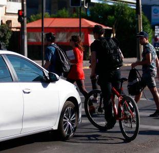 Municipalidad de Providencia busca a ciclista de vereda que agredió violentamente a peatón