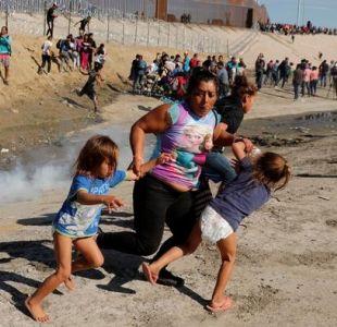 Trump respalda el uso de gases lacrimógenos muy seguros en multitud de migrantes