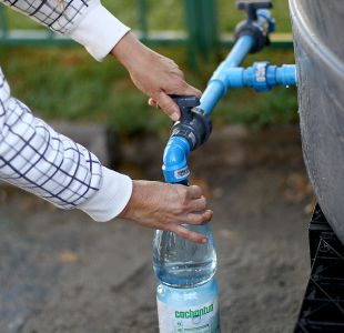 Mal olor en Las Condes y La Reina: informe concluye que se vertieron baños químicos en agua potable