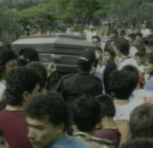Las imágenes que muestran el caótico y masivo funeral que tuvo Pablo Escobar