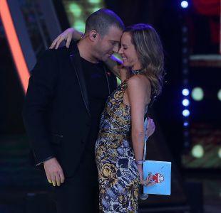 [FOTO] Diana Bolocco y Julián Elfenbein protagonizan el primer gran beso de la Teletón 2018