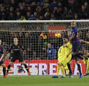 """Arturo Vidal repeliendo un ataque del """"submarino amarillo"""" antes de ser reemplazado por decisión técnica de Ernesto Valverde."""