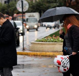 Bajas temperaturas y lluvia para este martes en Santiago