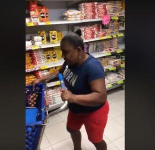 """[VIDEO] Colombia: Mujer desaprovechó """"minuto millonario"""" en supermercado"""