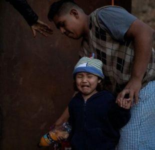 Caravana de migrantes: las imágenes de cómo un grupo salta la valla entre Tijuana y EEUU