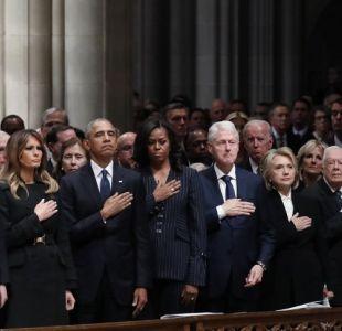 [VIDEO] Trump evitó saludar a los Clinton en el funeral de George H. W. Bush