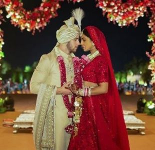La despampanante foto familiar de Priyanka Chopra y Nick Jonas en su boda hindú