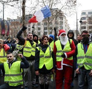 """Detienen a 700 """"chalecos amarillos"""" en Francia tras manifestación masiva"""