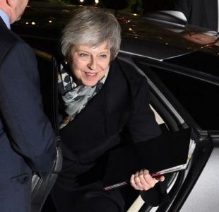 Theresa May supera la moción de censura por el Brexit
