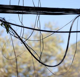 Por orden de la Corte Suprema: Municipalidad deberá retirar cables en desuso de la vía pública