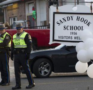 Evacúan escuela Sandy Hook por aviso de bomba en aniversario de matanza
