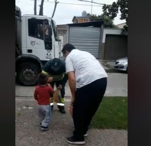 El tierno gesto de un niño a recolectores de basura en Argentina