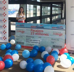 Aeropuerto de Santiago premia a pasajero tras cumplir nuevo hito