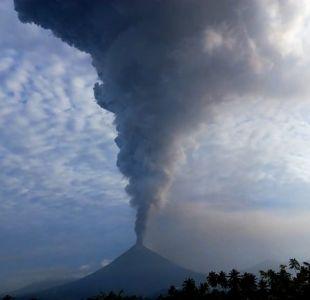 [VIDEO] Las impactantes imágenes de la erupción del volcán que provocó un tsunami en indonesia