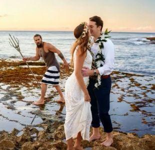 [VIDEO] Aquaman se coló en la sesión de fotos de un matrimonio y fue genial