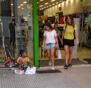 El notable gesto de una joven argentina con once niños en situación de calle