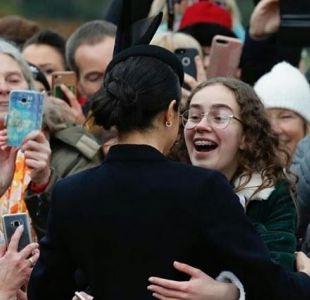 La adorable razón por la que Meghan se acercó a abrazar a una adolescente en medio de una multitud