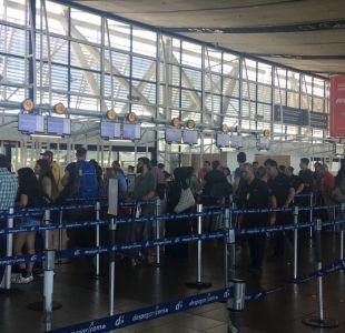Aeropuerto de Santiago explica falla que causó colapso en sistema de transporte de equipaje
