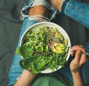 ¿Cómo consumen calcio y proteína los veganos?