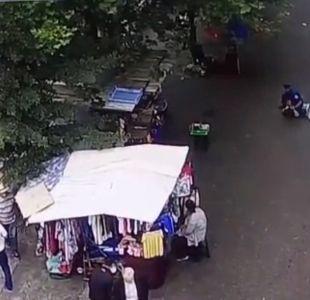 [VIDEO] Delincuente robó arma a guardia y disparó en cercanías a La Moneda