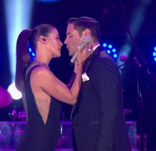 [VIDEO] El coqueto beso triple entre Tonka Tomicic y Francisco Saavedra en el Festival de Las Condes