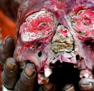 Aghoris: la secta caníbal india que no usa ropa, bebe en cráneos humanos y fuma marihuana