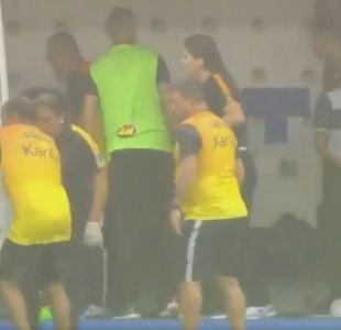 [VIDEO] Jugador se desploma tras caída de un rayo en partido de fútbol en Brasil