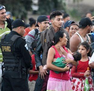 Nueva caravana de migrantes hondureños rompe cerco policial para entrar a Guatemala rumbo a EEUU