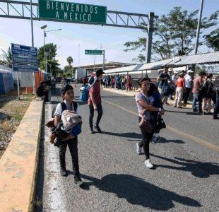Caravana centroamericana empieza a entrar a México de manera ordenada