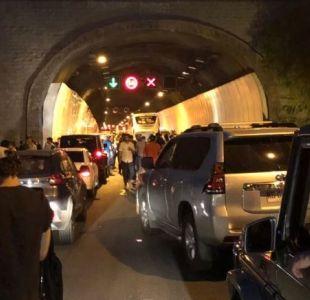 Auto se quema en túnel Lo Prado y genera gran congestión vehicular