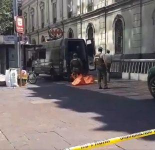 GOPE trabaja en operativo por artefacto sospechoso en Plaza de Armas de Santiago