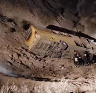12 muertos y 37 heridos luego de que un bus y un camión cayeran a un abismo en Perú